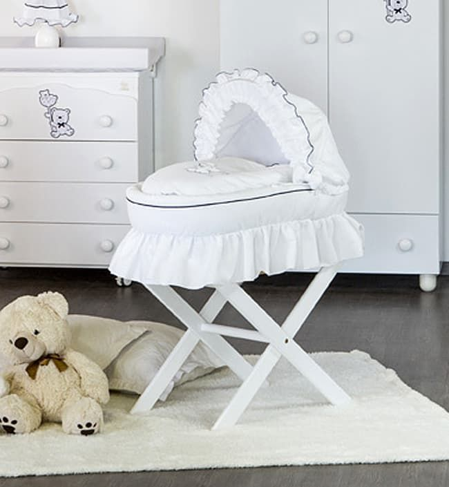 Детская люлька Italbaby Blue Bear переноснаяКолыбели, люльки и переноски<br>Плетеная корзина для переноски BLUE BEAR<br><br>Цвет: Белый<br>Габариты ( В х Ш х Д ), см: 60 х 50 х 86